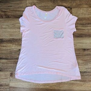 Pink t-shirt with a studded front pocket